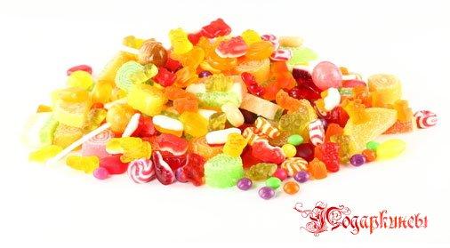 Сладкие подарки из конфет для любимых сладкоежек