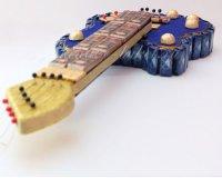 подарок из конфет в виде гитары