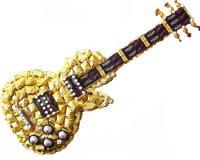 золотистая конфетная гитара