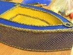 Крепим золотую сетку и декорируем все швы шнуром или тесьмой