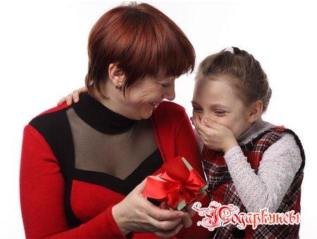 Какой сделать подарок маме на 8 Марта?