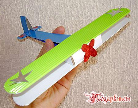 Поделка самолета из бумаги - игрушка брату