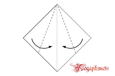 делаем стебелек: сворачиваем с двух сторон к центру