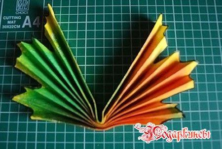 фиксируем листок клеем