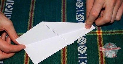 На следующем этапе будем делать самолету крылья.
