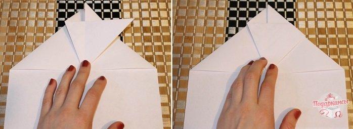 Затем левый край нужно сложить опять таким способом, чтобы нижняя сторона точно попала на сгиб предыдущего треугольника. Крайний угол загибается за деталь.