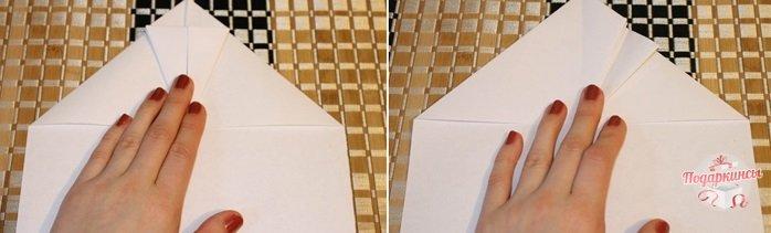 На следующем этапе надо взять двумя пальцами уголок с правой стороны, согнуть к центру и вернуть в первоначальное положение.